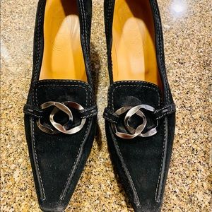 BRAND NEW! Tod's suede kitten pumps